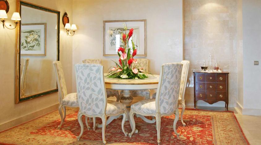 mesa-comedor-sillas-tapizadas-gran-hotel-atlantis-bahia-real ...